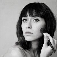 Портрет девушки у зеркала :: Eлена Ларина