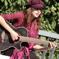 Девушка с гитарой))) :: Павел Тюпа