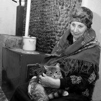 Бабушка у печки :: Сергей Берг