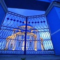 Закрытые  ворота :: Геннадий Тарасков