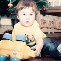 Кирюша с любимой игрушкой :: Алёна Буравцова
