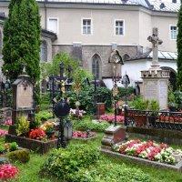 Зальцбург, кладбище в аббатстве Св.Петра :: Lüdmila Bosova (infra-sound)