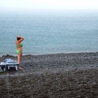 А ей град не почём, стоит и наслаждается! :: Marina Timoveewa