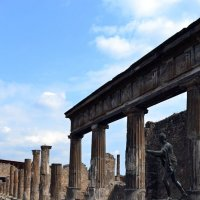 Среди колонн Помпеи :: Ольга