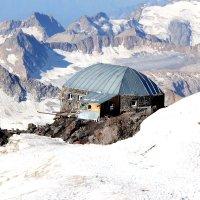 избушка 4500 м над уровнем моря :: Игорь Штиль