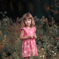 Одна маленькая девочка... :: Elena Peshkun