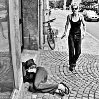 На улице... :: Александр Иванов