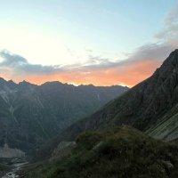 Вечер в горах :: Сергей Карачин