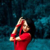 Тонкая красная нить :: Sandra Snow
