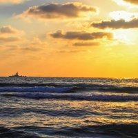 Закат на море :: Witalij Loewin