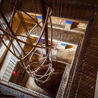 Вверх по лестнице, ведущей вниз :: Андрей Пашков