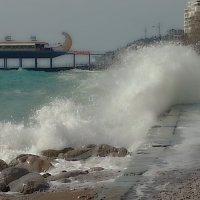 у набережной Ялты ( мобильное фото) :: valeriy g_g