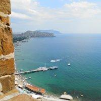 Вид из окна Генуэзской крепости :: Ирина Лапина