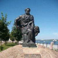 Памятник бурлаку в Рыбинске :: Domna Kuznechic