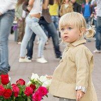 Девочка и цветы :: Sergey Kuznetcov