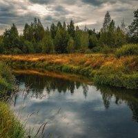 Вьется лентой река, неся на себе облака... :: Михаил Александров