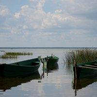 Лодки на озере. #4. :: Александр Степовой