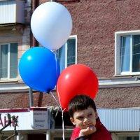Мальчик с воздушными шарами. :: Виталий Дарханов