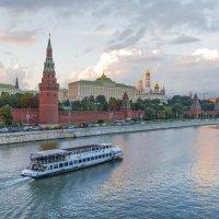 Вечерняя прогулка. Москва-река :: Николай