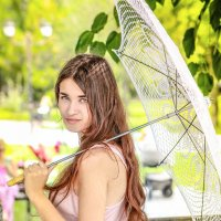 прогулка с зонтиком :: natasha plugnikova