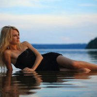 Девушка и вода :: Serg Y