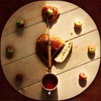 Осень..время для чая со сладким яблочным пирогом) :: Елена Прихожай