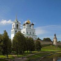На берегу реки Псковы. :: Виктор Грузнов