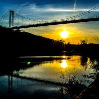 Захід сонця над річкою... :: Юрій Гудим