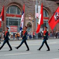 Алые знамена, алые мундиры, алые вывески... :: Андрей Евгеньевич