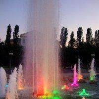 Яркость красок поющего фонтана :: Лидия (naum.lidiya)