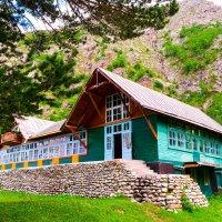 дом в горах... :: Максим Шевелев