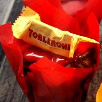 Пироженко с конфеткой :: Таня Фиалка