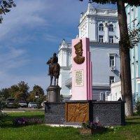 Памятник Н. Дуровой :: Алексей Golovchenko
