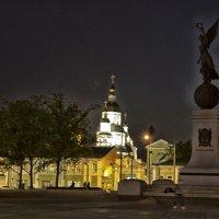 Памятник независимости и Свято-Покровский мужской монастырь :: Алексей Гончаров
