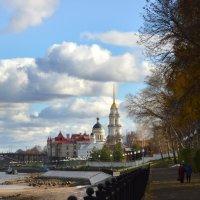 Осень в городе :: Галина Galyazlatotsvet