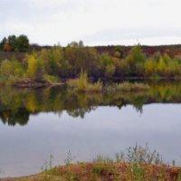 ...там тонет в озере, собой любуясь, осень... :: Танюша Коc
