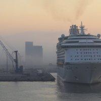 В порту Ливорно :: Ульяна Жукова