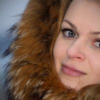 Девушка в капюшоне :: Анатолий Тимофеев