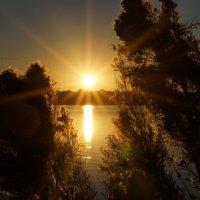Рассвет не озере. :: Valentyna Chenoweth