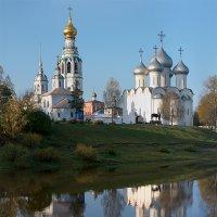 Вид на Соборную горку с левого берега реки Вологды :: Анатолий Тимофеев