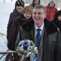 Здесь невеста живет? :: Владимир Горбачев