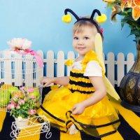 Пчёлка Настюша. :: Татьяна Кубекова
