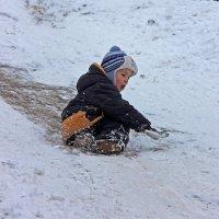 Катание на леденой горке :: Евгений Гудименко