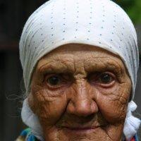 Баба Маня из деревни Копорулихи :: Владимир Немцев