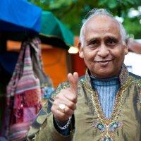 Индиец с двумя большими пальцами :: Максим Логунов