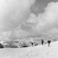 На снегу перевала :: Александр Садовский