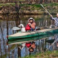 Двое в лодке, не считая собаки :: Александр Казачков