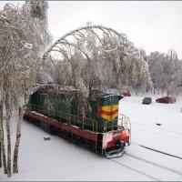 Пейзаж с тепловозом :: Виктор Марченко