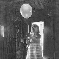 Девочка с шаром :: Алексей Окунеев