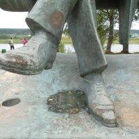 Фрагмент памятника Н.Рубцову в г. Тотьма :: Мила